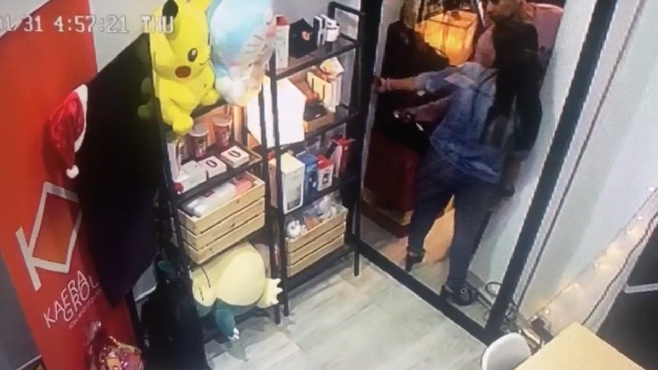 Terrific Random Thieves Caught Stealing Giant Snorlax Plush On Cctv Pabps2019 Chair Design Images Pabps2019Com