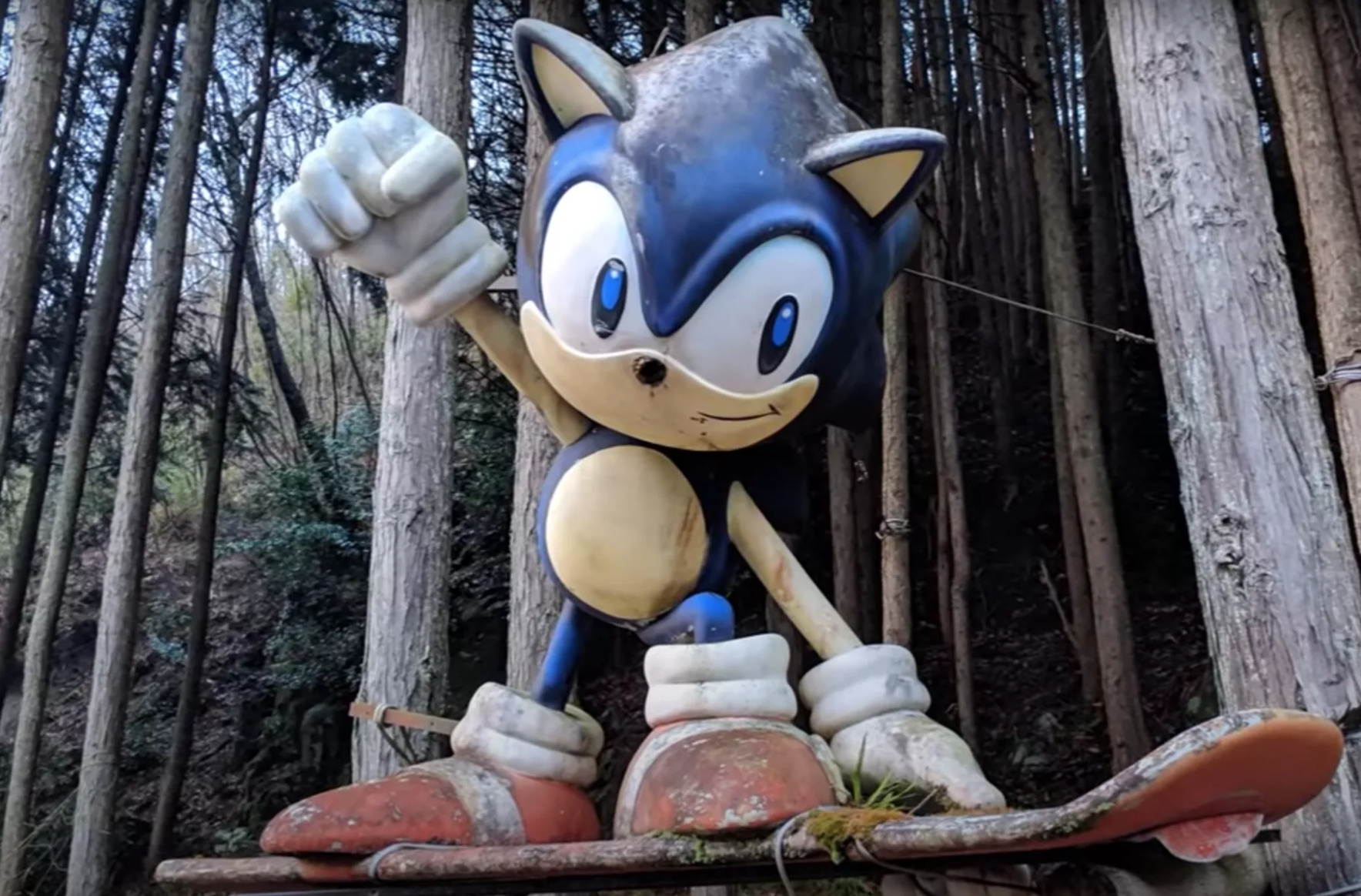 Random Japan S Mysterious Sonic Statue Receives A Fittingly Puzzling Restoration Nintendo Life