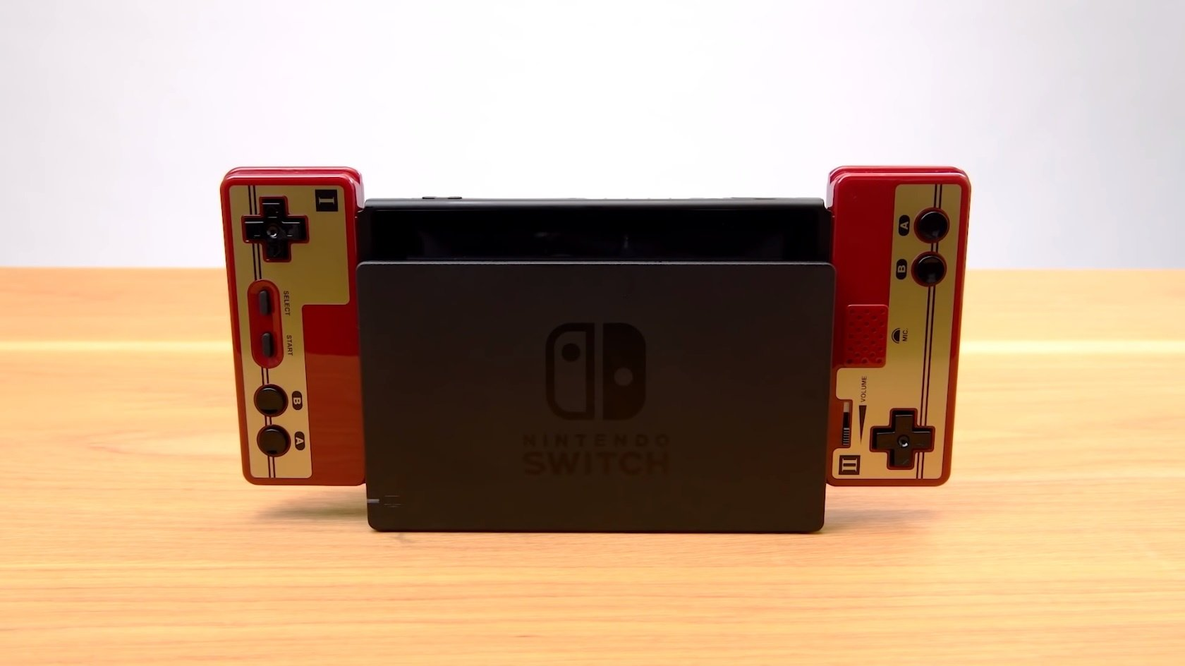 The Switch Famicom Controller's Microphone Actually Works, Just Like The Original