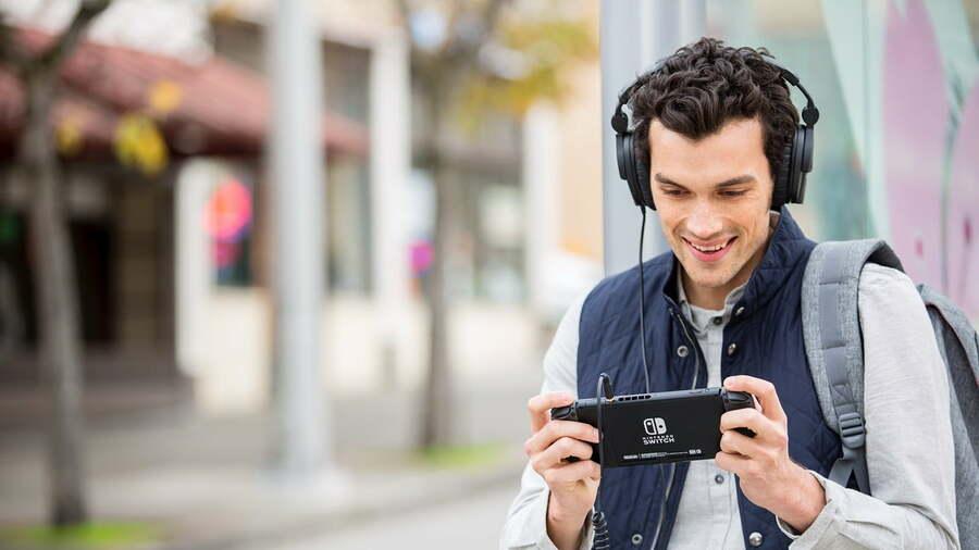 Τα ενσύρματα ακουστικά επιστρέφουν στον 20ό αιώνα