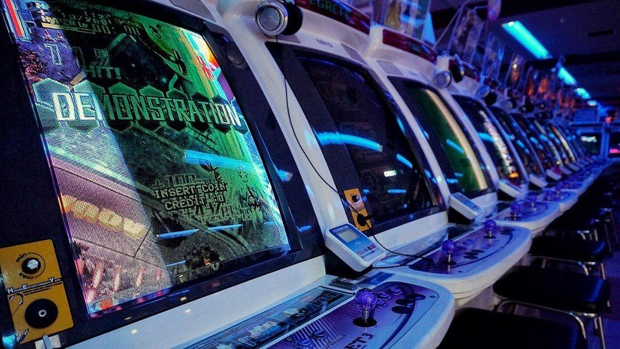 Taito's Hey arcade in Akihabara, Tokyo, has long rows of Taito Egret II cabinets with aftermarket headphone amplifiers