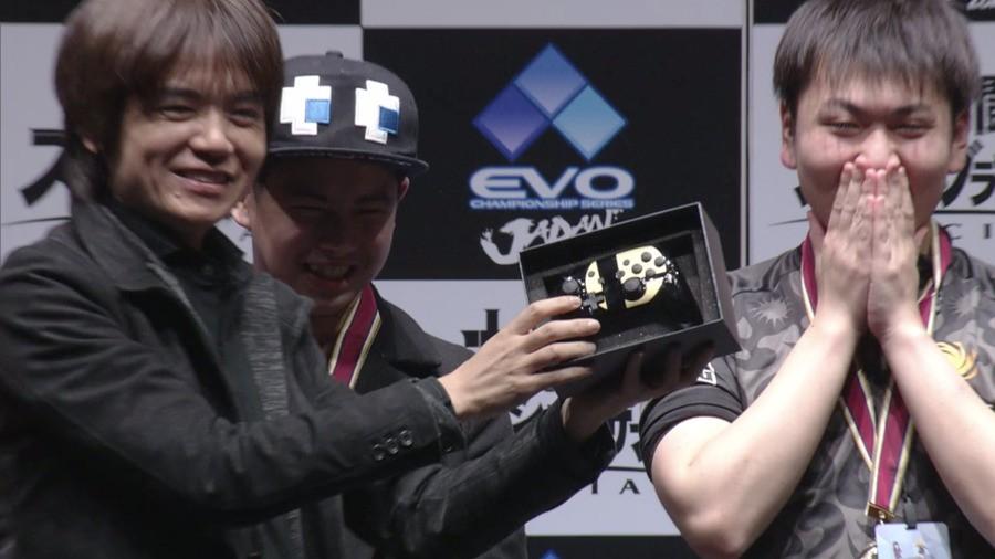Masahiro Sakurai hands over the top prize