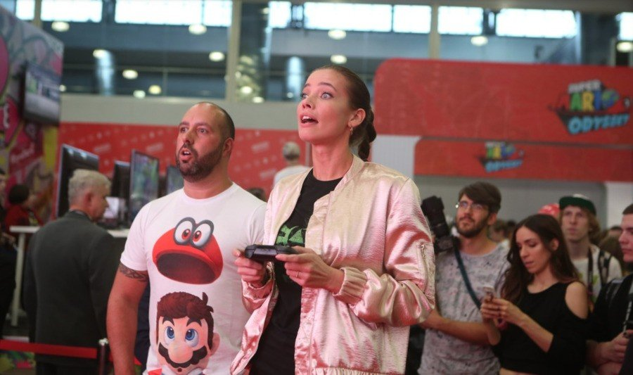 At the Russian Comic-Con in 2017, Mr. Robot's Stephanie Corneliussen got involved, but behind the scenes, things were less happy