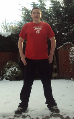 Resident Nintendo Life retro expert Jamie O'Neill braves the English snow to show off his awesome Neo Geo-flavoured shirt