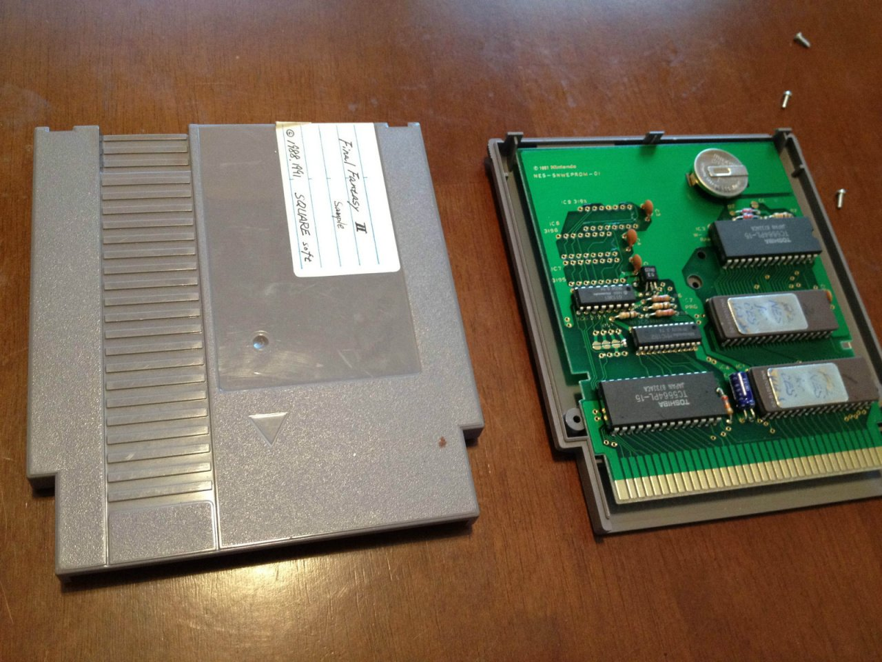 The inside of a NES cartridge : gaming