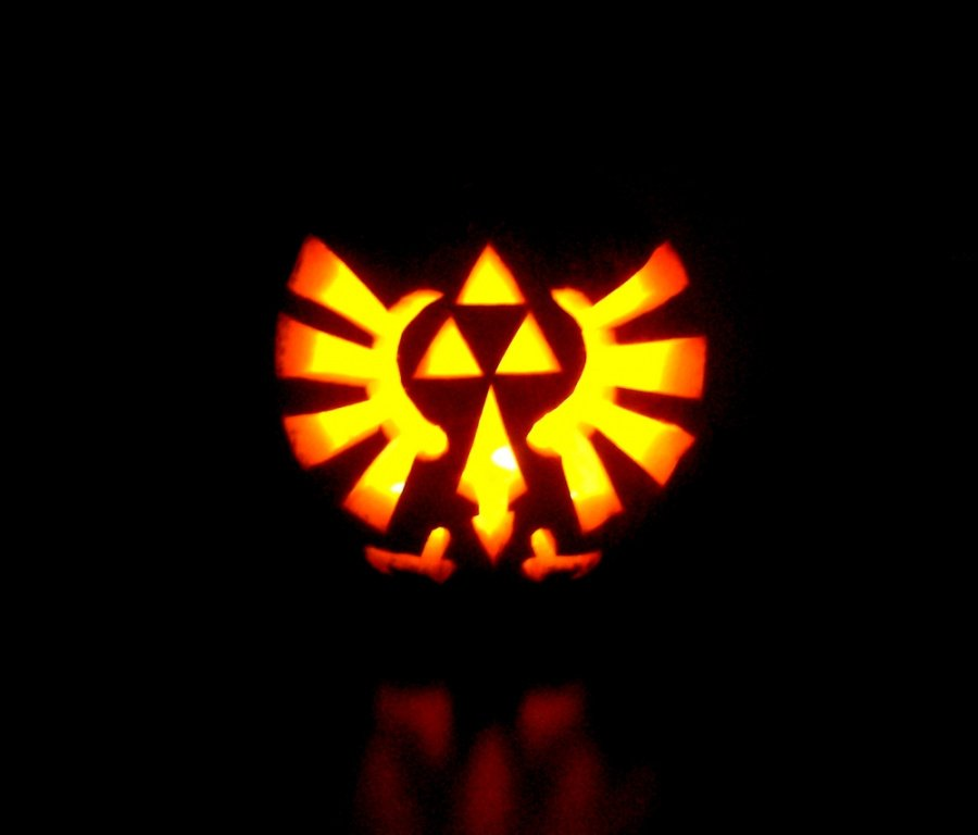 Zelda Triforce Pumpkin by Giluc