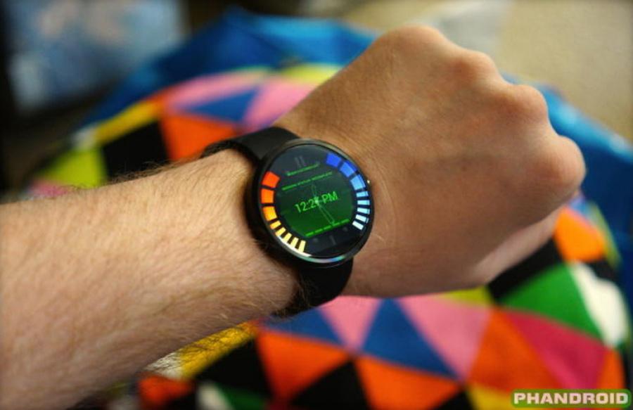 Motorolas New Smartwatch Has a- Goldeneye 007 Interface 141025614755