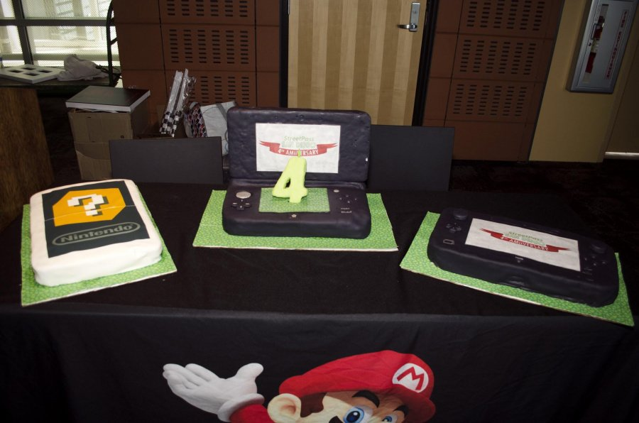 4th a-MiiVERSARY cakes. I was informed the AR cake worked with the 3DS camera