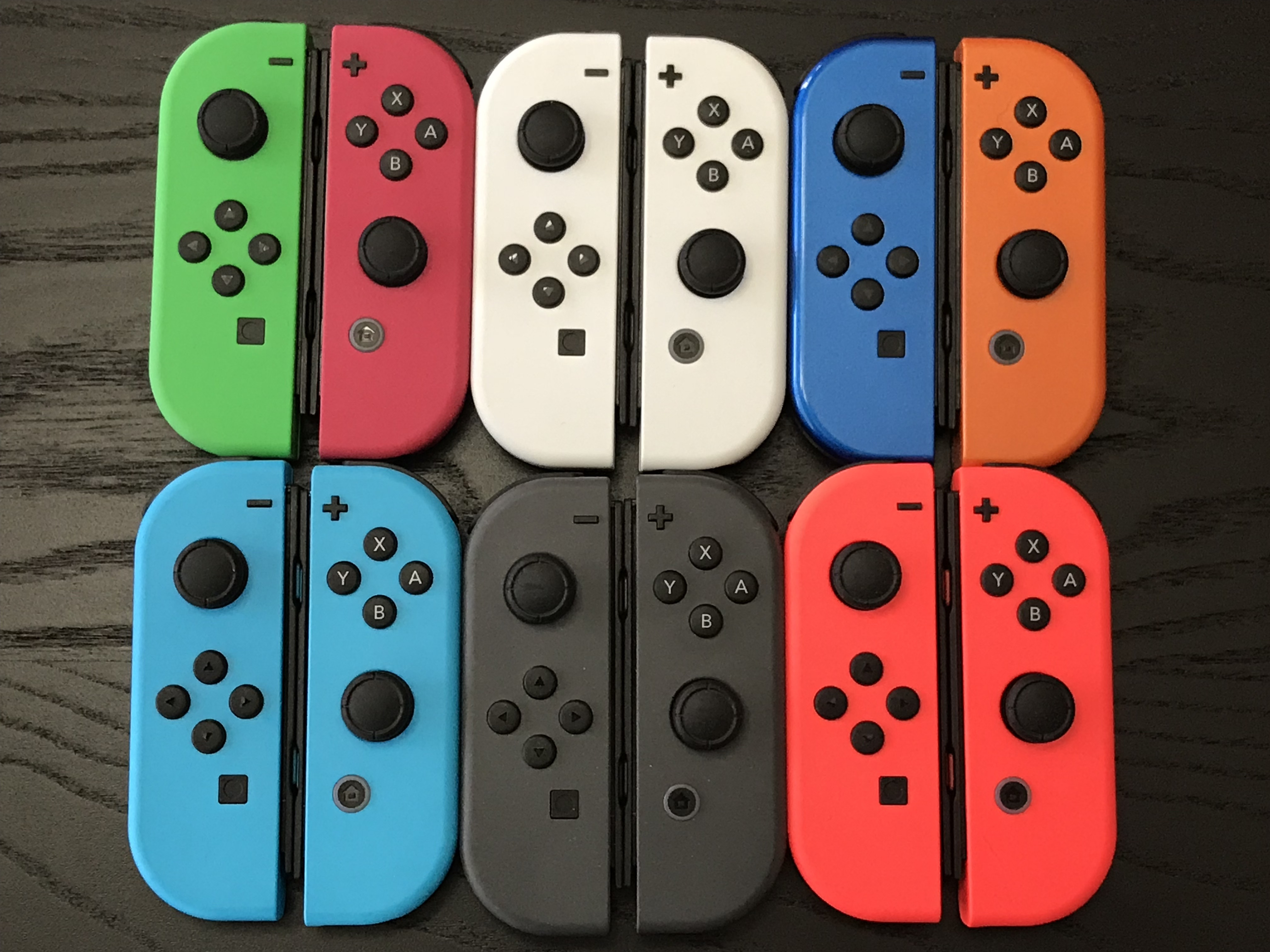 Some time ago colorware purveyors of all things colourfully customised sent over a few sets of joy con they had painted for us to review