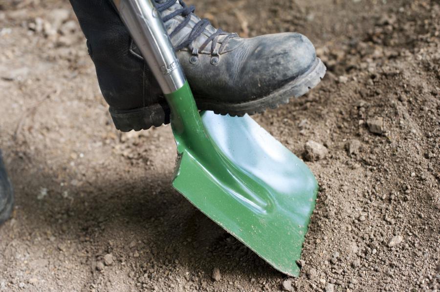 garden_shovel.jpg
